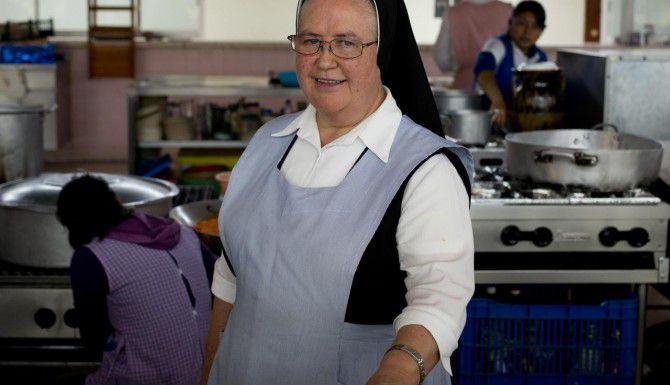 """A sus 68 años Florinda Ruiz, conocida como la """"Hermana Flor"""" es una de las finalistas de la versión mexicana de """"Master Chef"""". (AP/EDUARDO VERDUGO)"""