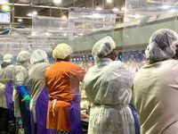 Trabajadores de Tyson Foods en Camilla, Georgia, durante los primeros meses de la pandemia cuando empezaron a contar con algunas medidas de protección contra covid-19.