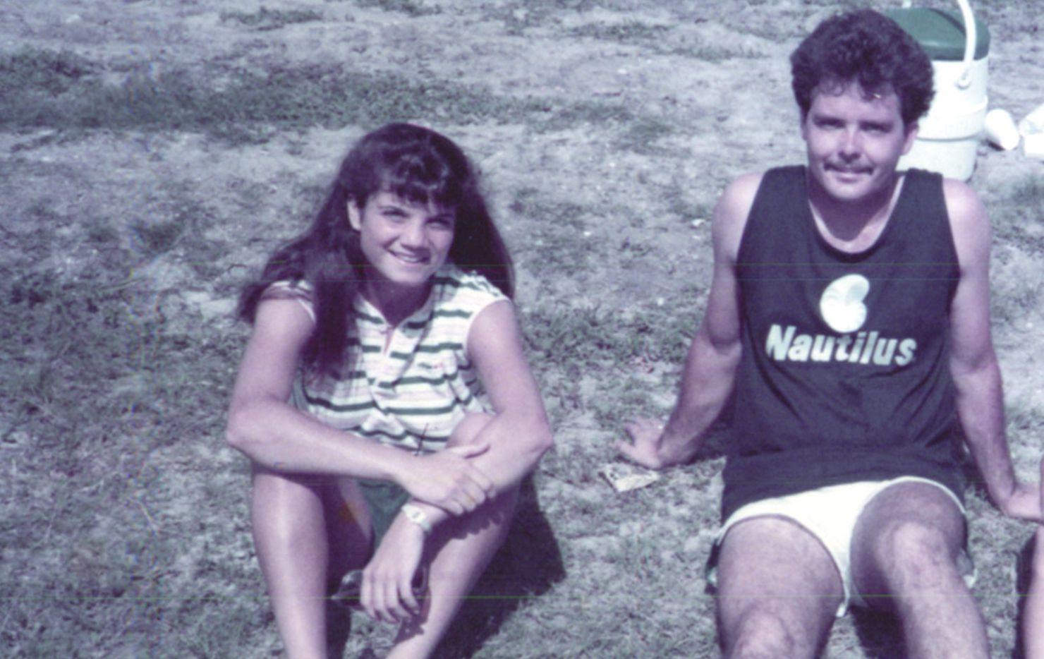 Laura Anton sentada junto a Tristan Longnecker en junio de 1984. ESPECIAL PARA DMN.