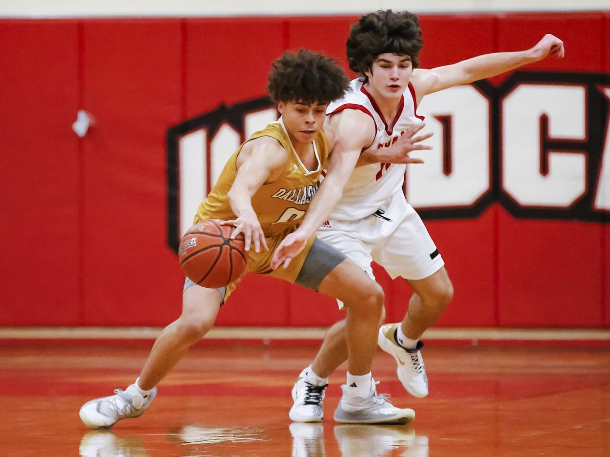 South Oak Cliff senior guard Antoneo Pavia, left, and Lovejoy junior guard Jax Thompson battle for the ball during the first half of a Class 5A area-round playoff basketball game at Lake Highlands High School in Dallas, Wednesday, February 24, 2021. South oak Cliff won 46-44. (Brandon Wade/Special Contributor)