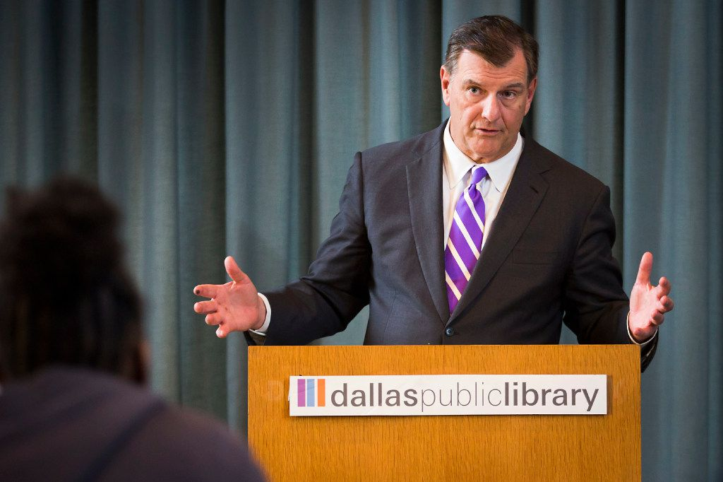 "Dallas Mayor Mike Rawlings answers questions from high school students participating in ""Storytellers Without Borders"" program conducted by The Dallas Morning News and the Dallas Public Library at the J. Erik Jonsson Central Library on Wednesday, March 29, 2017, in Dallas. (Smiley N. Pool/The Dallas Morning News)"