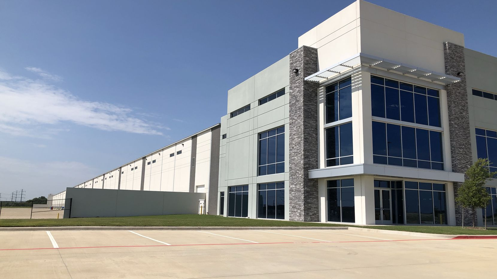 Amazon just leased a more than 1 million square foot warehouse in southern Dallas County.