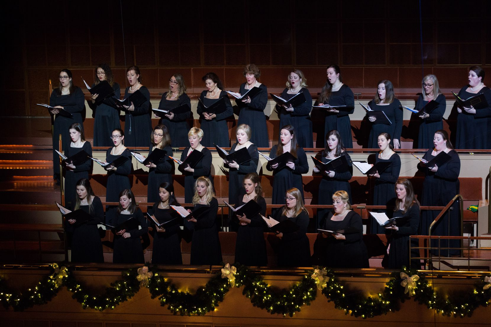 "The Dallas Symphony Chorus will perform at the Dallas Symphony Orchestra's ""Christmas Pops"" concerts."