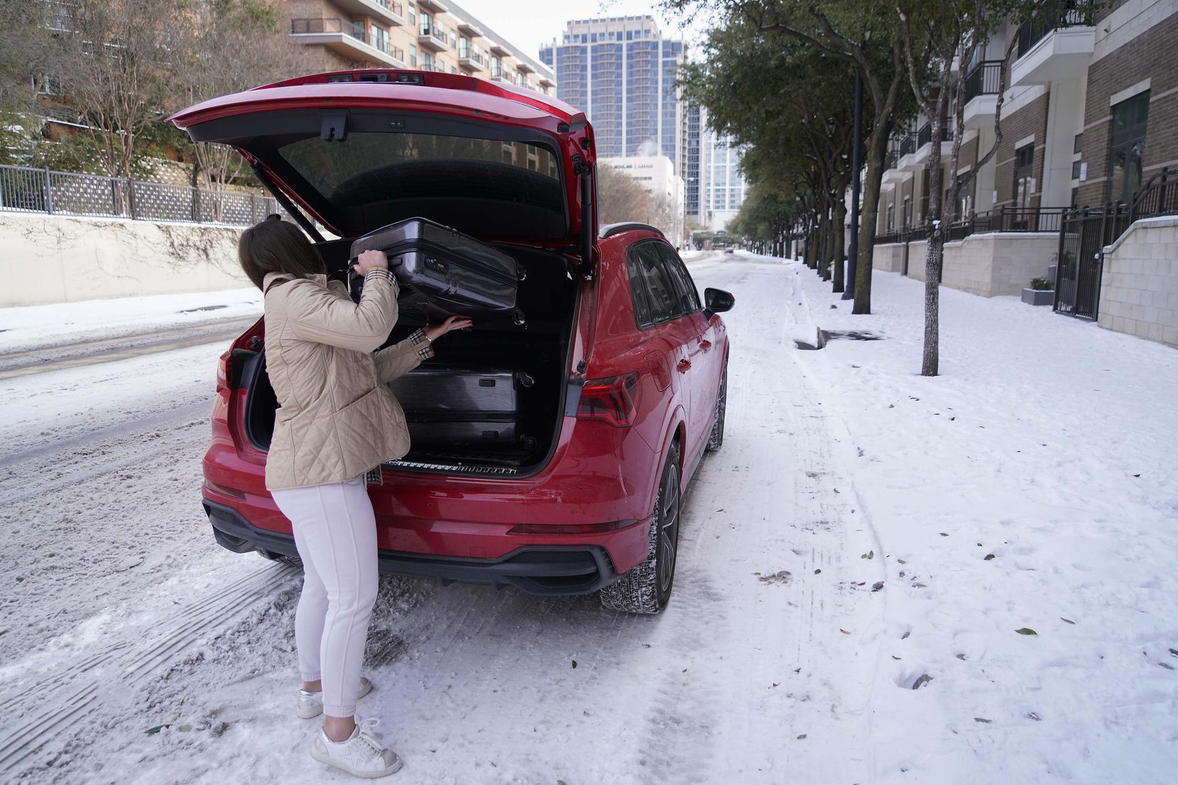 Abby Belton loads bags into her car as she prepares to depart her apartment in Victory Park after a winter storm brought snow and continued freezing temperatures to North Texas. With her apartment unlivable, Belton said she was leaving town so she could continue working. (Smiley N. Pool/The Dallas Morning News)