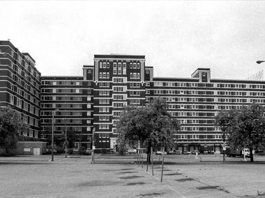 April 27, 1994 -- The Sears Lamar Street complex