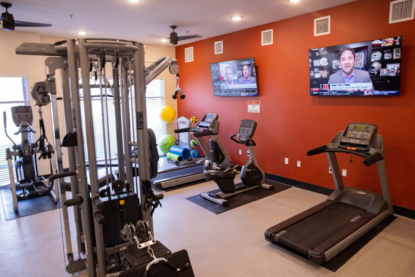 The fitness center at Palladium RedBird apartments.