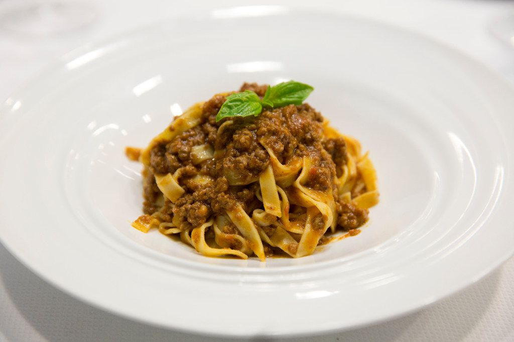 Fettucine did indeed come in a ragu Bolognese, as the menu promised. Lasagna, on the other hand, was a dense mass with no discernible ragu.