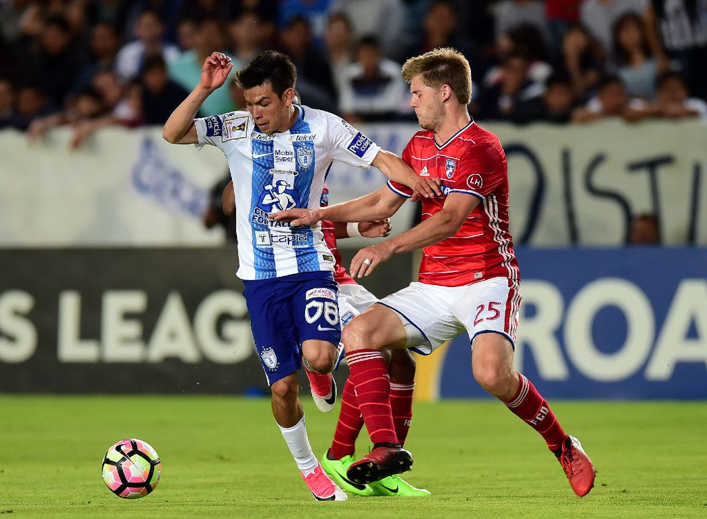 Mexico's Pachuca player Hirving Rodrigo Lozano (L) vies for the ball with Walker Zimmerman (R) of FC Dallas of the US, during their CONCACAF Champions League semifinal football match at the Miguel Hidalgo stadium in Pachuca, Hidalgo State, on April 4, 2017. / AFP PHOTO / RONALDO SCHEMIDTRONALDO SCHEMIDT/AFP/Getty Images