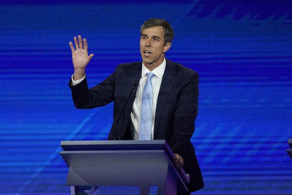 El candidato presidencial demócrata, Beto O'Rourke, interviene en el debate del jueves en Houston.
