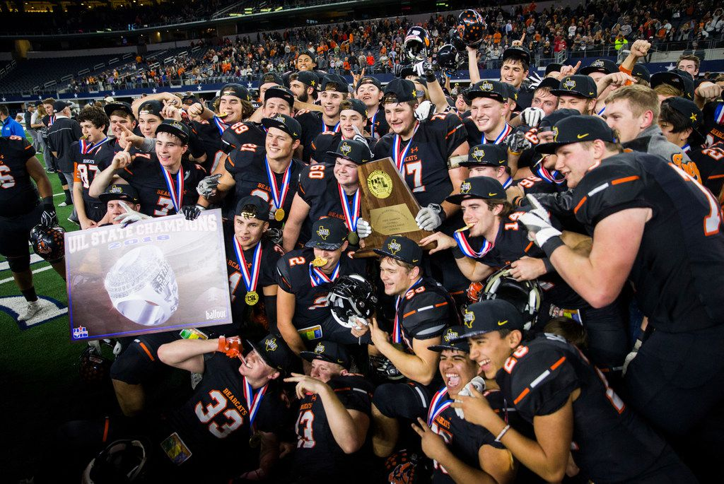 Aledo celebrates a 55-19 win over Fort Bend Marshall, making them the UIL Class 5A Division II football state champions on Friday, December 21, 2018 at AT&T Stadium in Arlington. (Ashley Landis/The Dallas Morning News)