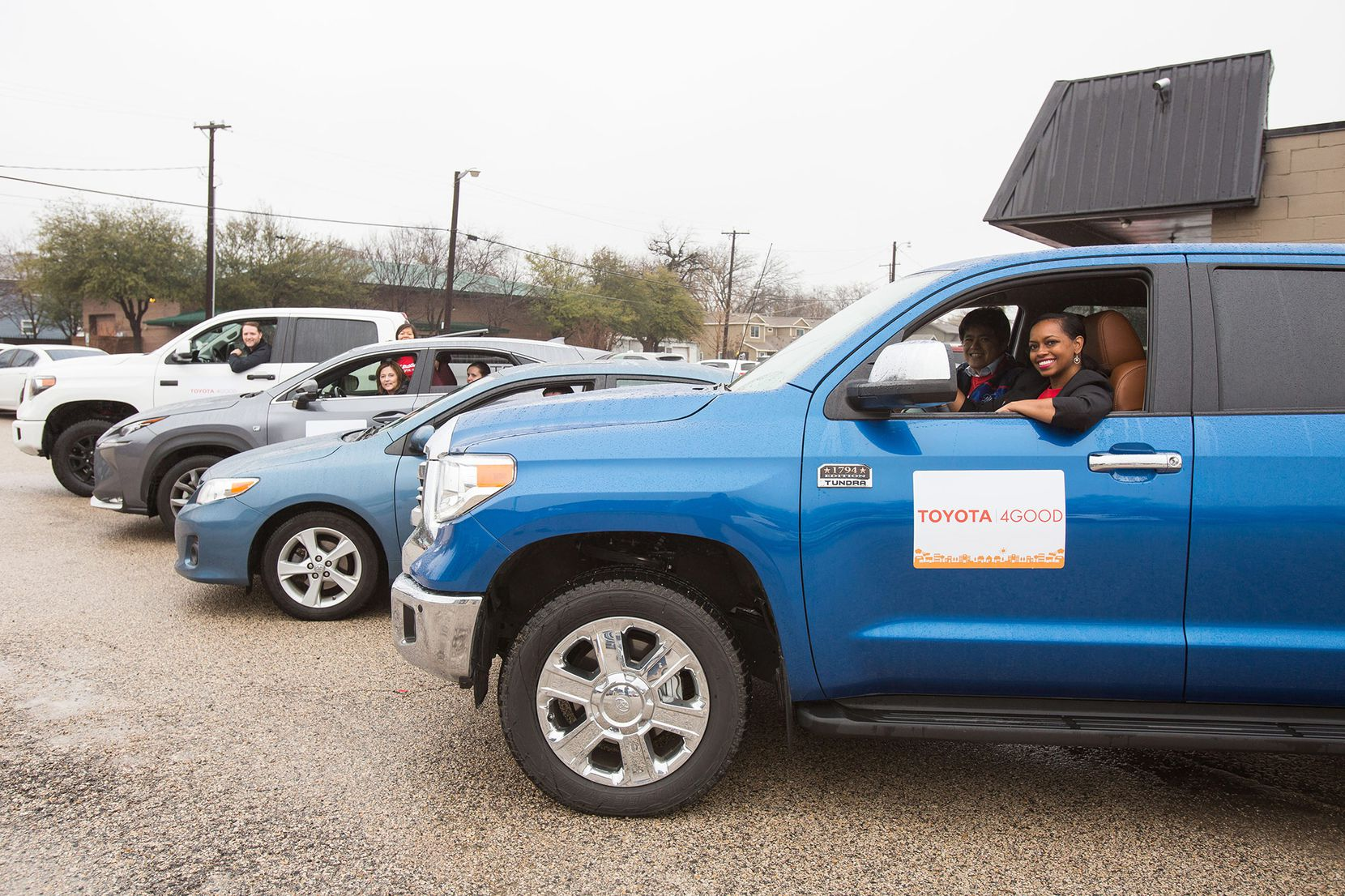 Toyota team members prepare to deliver meals to Meals on Wheels clients in Collin County.