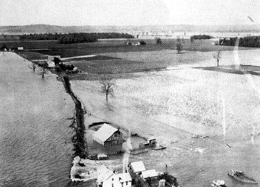 THE GREAT MISSISSIPPI FLOOD OF 1927   PHOTO FROM THE LIBRARY OF CONGRESS