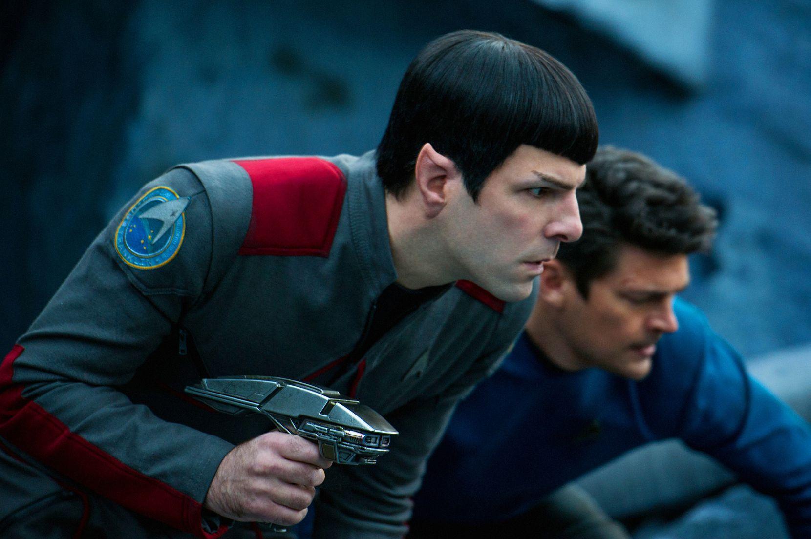 "Zachary Quinto, izq. y Karl Urban en una escena de ""Star Trek Beyond"". (Kimberley French/Paramount Pictures via AP)"