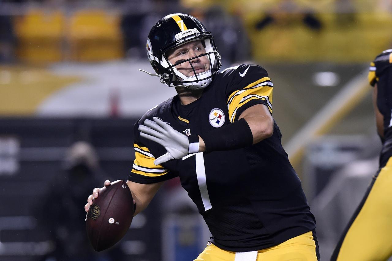 El mariscal Ben Roethlisberger (7) y los Steelers aplastaron 43-14 a los Chiefs el 2 de octubre en Pittsburgh. (AP/Don Wright)
