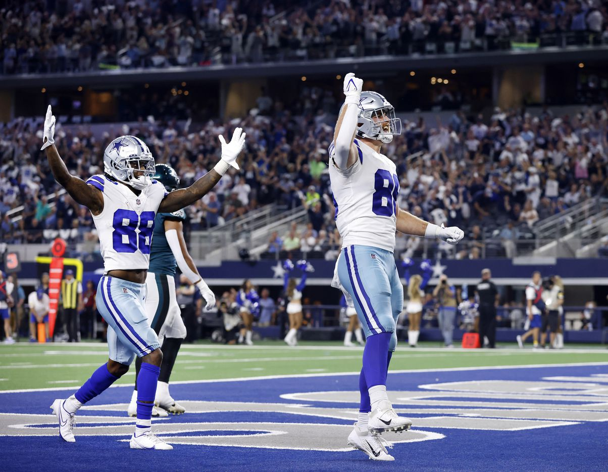 Dallas Cowboys tight end Dalton Schultz (86) celebrates his fourth quarter touchdown with  wide receiver CeeDee Lamb (88) to put the game out of reach against the Philadelphia Eagles defense at AT&T Stadium in Arlington, Monday, September 27, 2021. (Tom Fox/The Dallas Morning News)