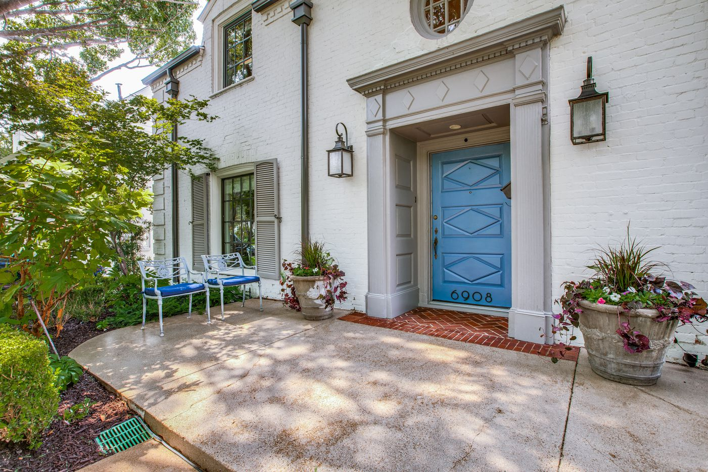 Take a look at the home at 6908 Lakeshore Drive in Dallas.