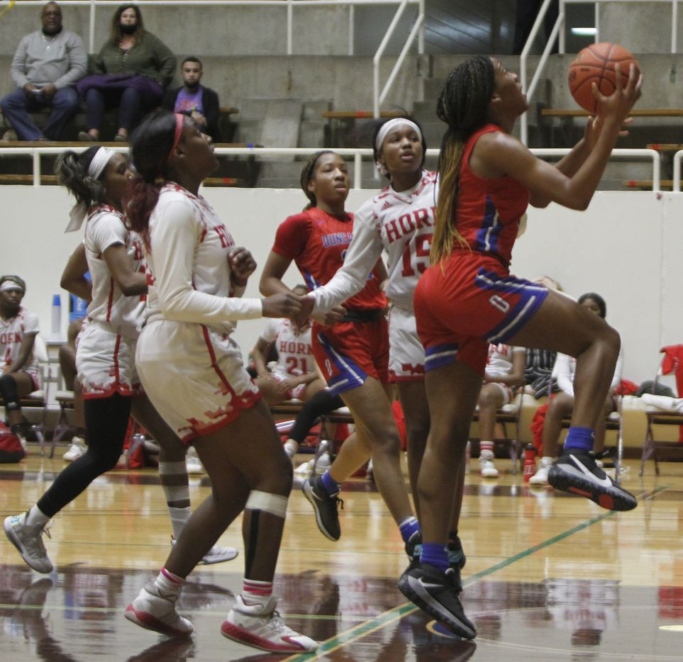 Duncanville forward Anaya Bernard (20) drives the lane to score during first half action against Mesquite Horn. The two teams played their Class 6A area-round playoff basketball game at Loos Field House in Addison on February 23, 2021. (Steve Hamm/ Special Contributor)
