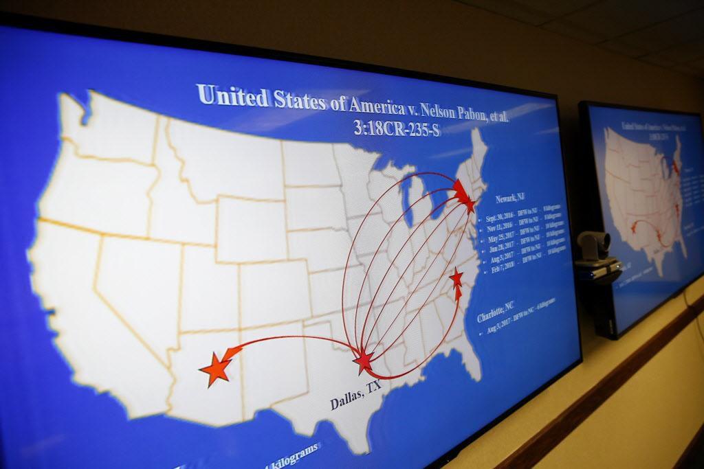 Este mapa muestra cuándo y dónde se transportaba el contrabando, incluido drogas y armas, desde el aeropuerto DFW. Diez personas han sido acusadas de conspiración en este caso. (DMN/ROSE BACA)