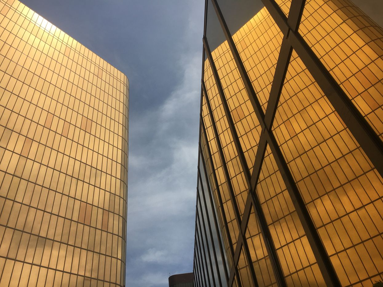 The golden facades of the Campbell Centre, the landmark glowing ingots, reflected in themselves. The original building was designed in 1972 by Houston's Neuhaus and Taylor, and the twin second five years later by Dallas-based HKS.