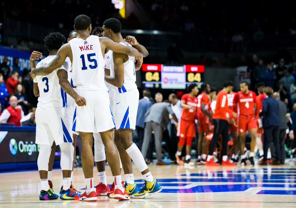 Southern Methodist Mustangs huddle before starting overtime of a basketball game between SMU and University of Houston on Saturday, February 15, 2020 at Moody Coliseum in Dallas. (Ashley Landis/The Dallas Morning News)