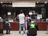 La demanda por pasaportes en el Consulado de México en Dallas es permanente y conseguir citas se ha dificultado durante la pandemia.