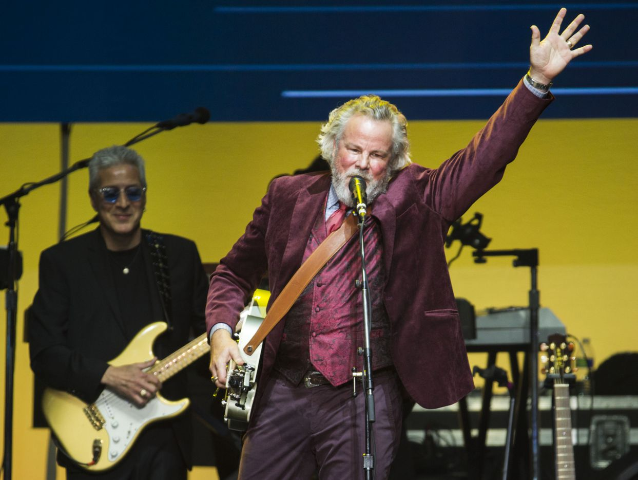 Robert Earl Keen performs during Deep from the Heart: The One America Appeal Concert.