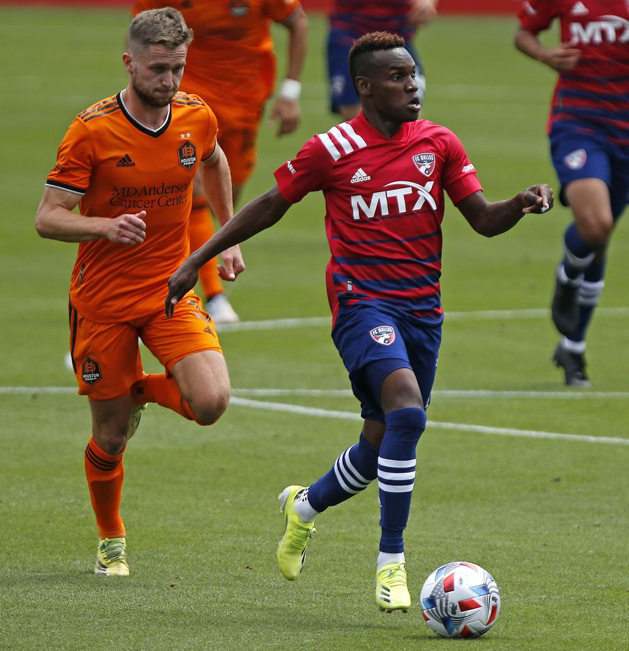 FC Dallas forward Jader Obrian (7) looks to pass in front of Houston Dynamo defender Adam Lundqvist (3) during the first half as FC Dallas hosted the Houston Dynamo at Toyota Stadium in Frisco on May 8, 2021. (Stewart F. House/Special Contributor)