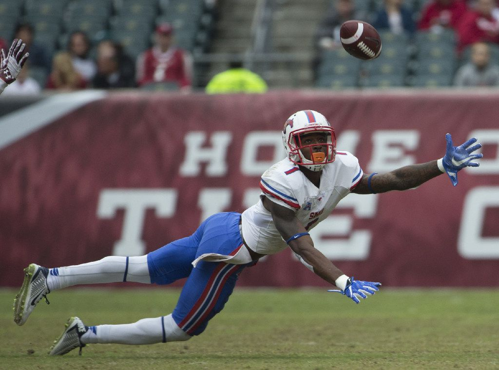 PHILADELPHIA, PA - OCTOBER 1: Kevin Thomas #1 of the Southern Methodist Mustangs dives for the ball and cannot make the catch against the Temple Owls in the fourth quarter at Lincoln Financial Field on October 1, 2016 in Philadelphia, Pennsylvania. The Owls defeated the Mustangs 45-20. (Photo by Mitchell Leff/Getty Images)
