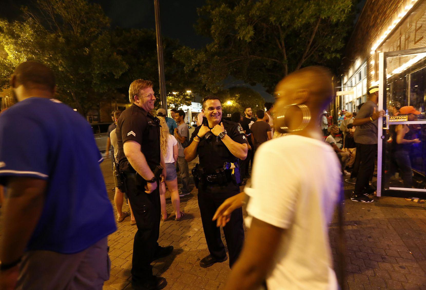 La escasez de policías se siente en Dallas y algunos sectores organizan sus propios programas de vigilancia. DMN