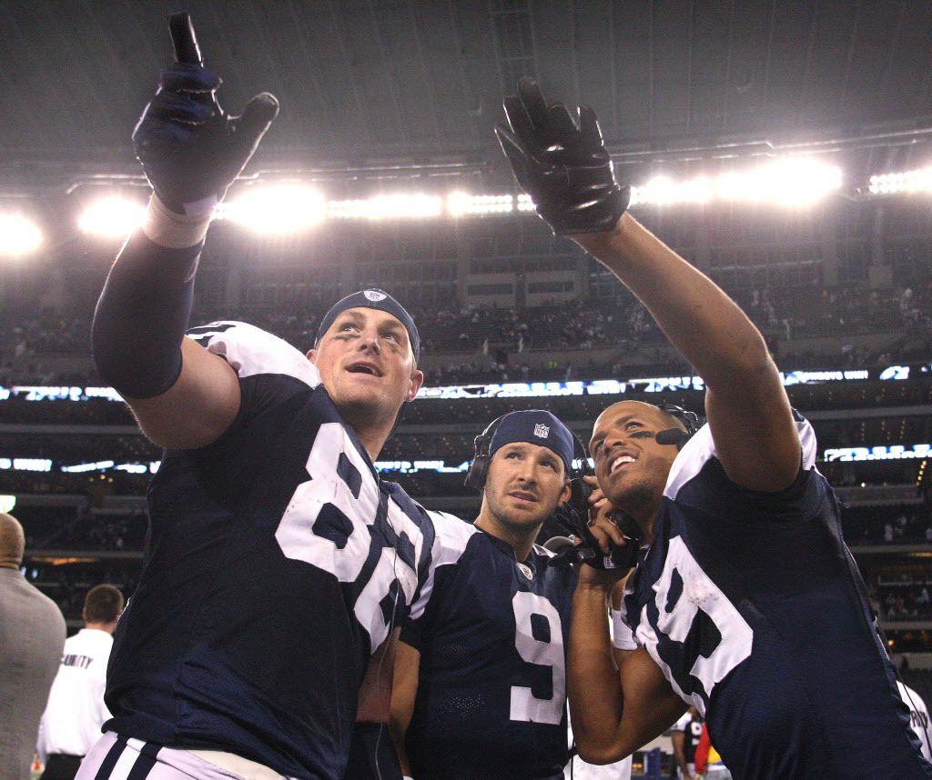 ORG XMIT: *S1986B92C* Miles Austin, right, points out his family in the stands to Tony Romo, center, and Jason Witten after the Dallas Cowboys defeated the Oakland Raiders 24-7 at Cowboys Stadium on Thursday November 26, 2009.     (Fort Worth Star-Telegram/Ron T. Ennis)