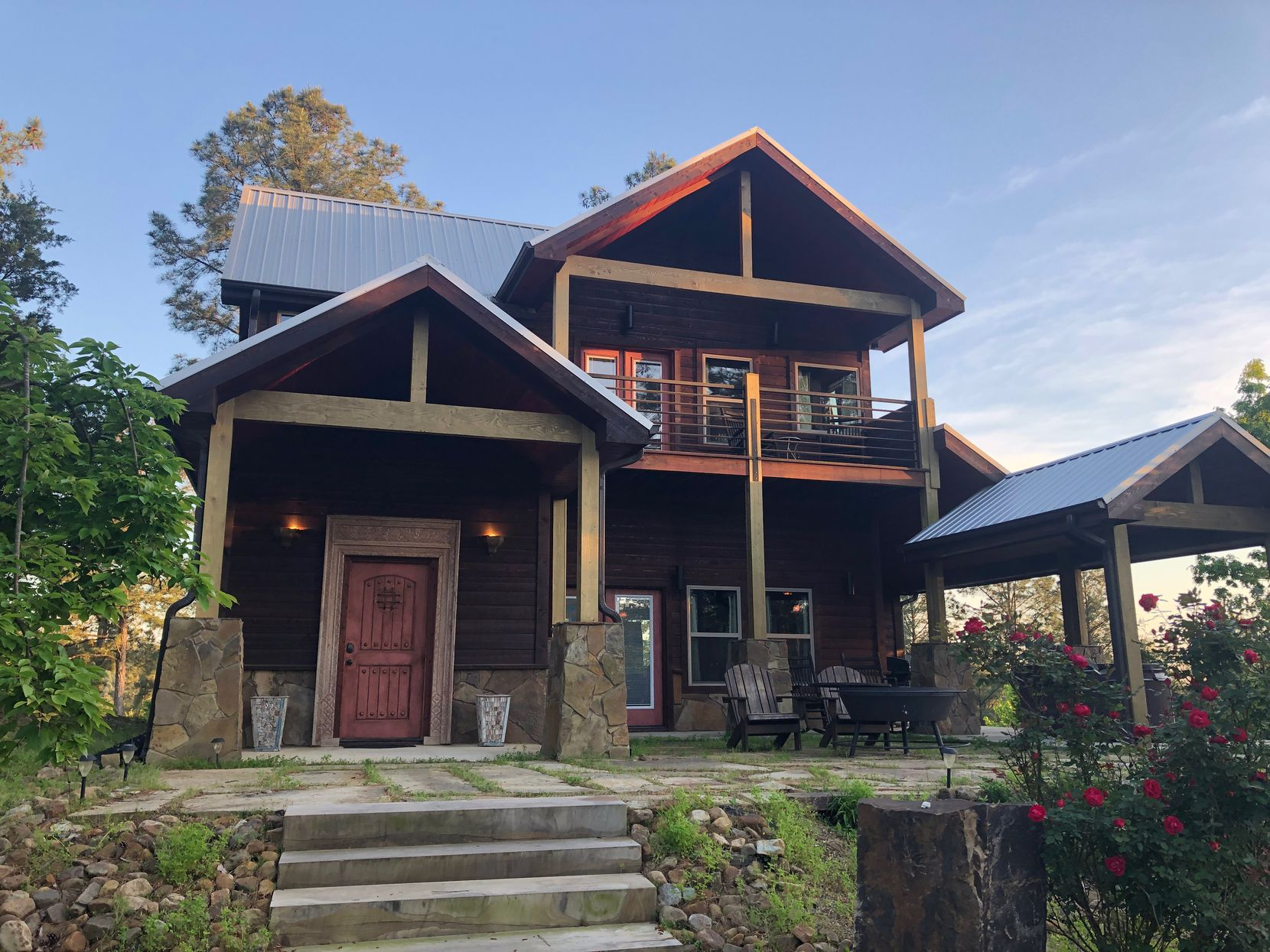 Broken Bow Cabin Lodging touts more than 100 luxury cabins only a short drive from Beavers Bend State Park featuring Broken Bow Lake, the Mountain Fork River, David Boren hiking trail and more.