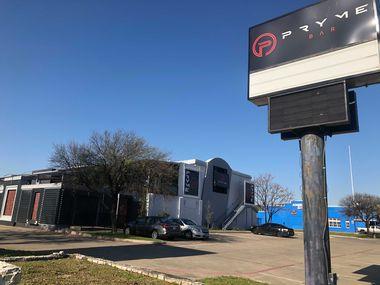 Pryme Bar está ubicado sobre Technology Boulevard, justo al sur de Northwest Highway, entre el Loop 12 y la Interestatal 35E.