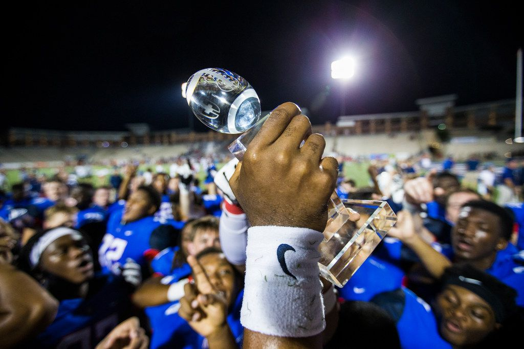 The Allen Eagles celebrate their 40-0 win over the Mesquite Horn Jaguars in the Tom Landry Classic on Friday, August 31, 2018 in Allen, Texas. (Ryan Michalesko/The Dallas Morning News)