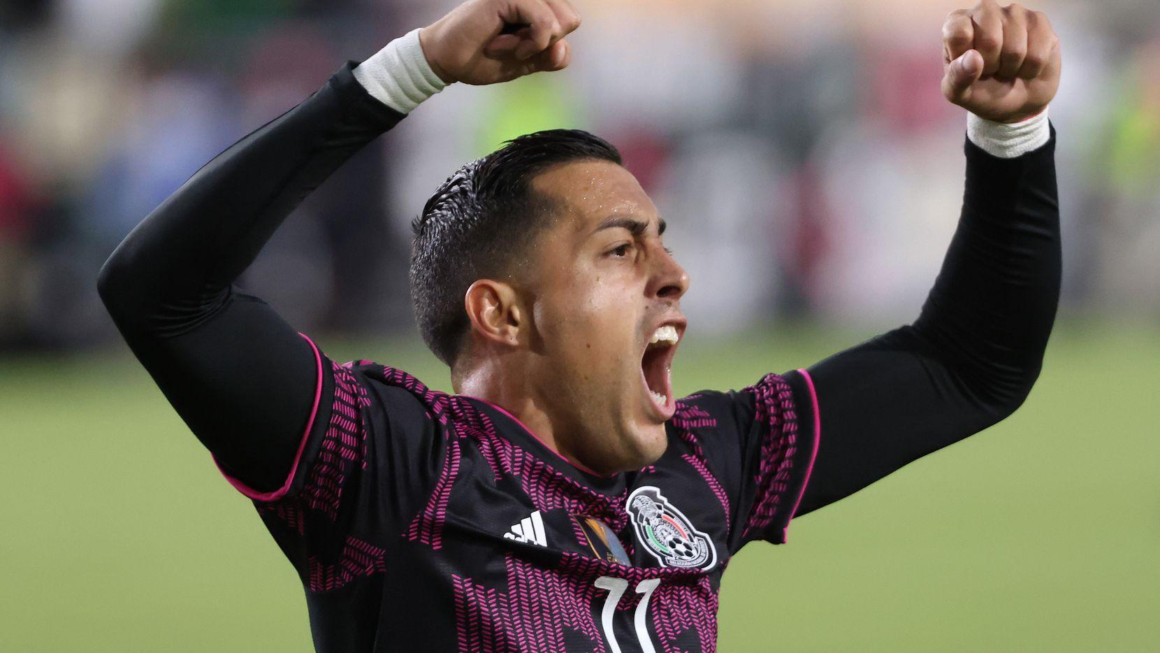 El delantero de la selección mexicana, Rogelio Funes Mori, celebra su gol ante Nigeria en partido amistoso efectuado el 3 de julio de 2021 en el Memorial Coliseum de Los Ángeles.
