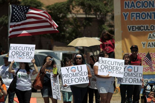 Supporters -- and protestors -- voiced their opinions on the president's plans to overhaul immigration policy. Supporters urged the president to make good on his promise to push for a comprehensive package, while others voiced suspicion that the visit was more politics than real substance.