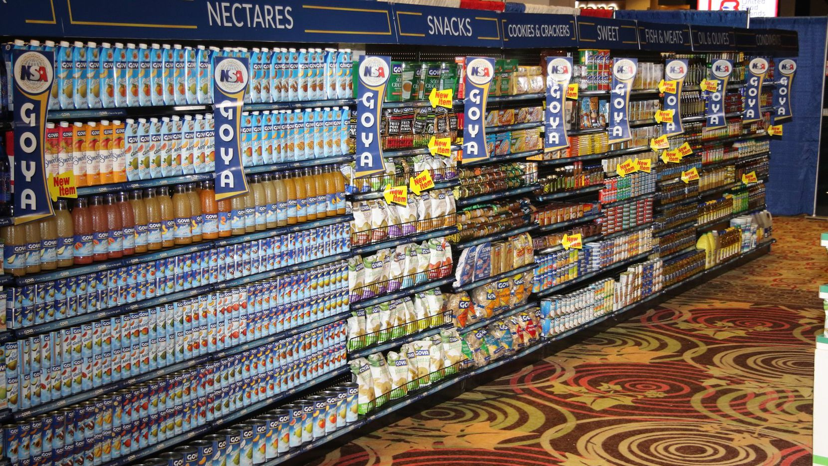 Estantes con productos Goya en un supermercado, mostrado en una fotografía de la compañía.