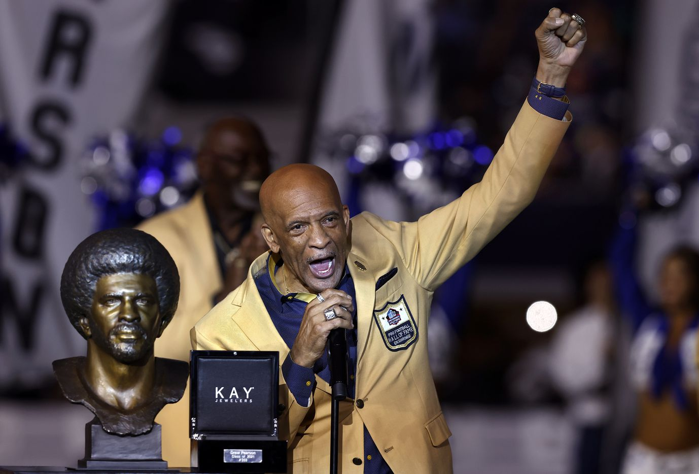 Dallas Cowboys Pro Football Hall of Famer Drew Pearson delivers his ring ceremony speech to the halftime crowd at AT&T Stadium in Arlington, Monday, September 27, 2021. (Tom Fox/The Dallas Morning News)