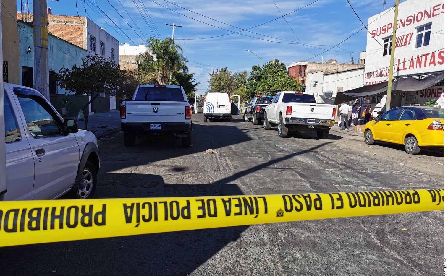 Una cinta policial prohibe el paso en un área donde se suscitó un crimen en la Ciudad de México