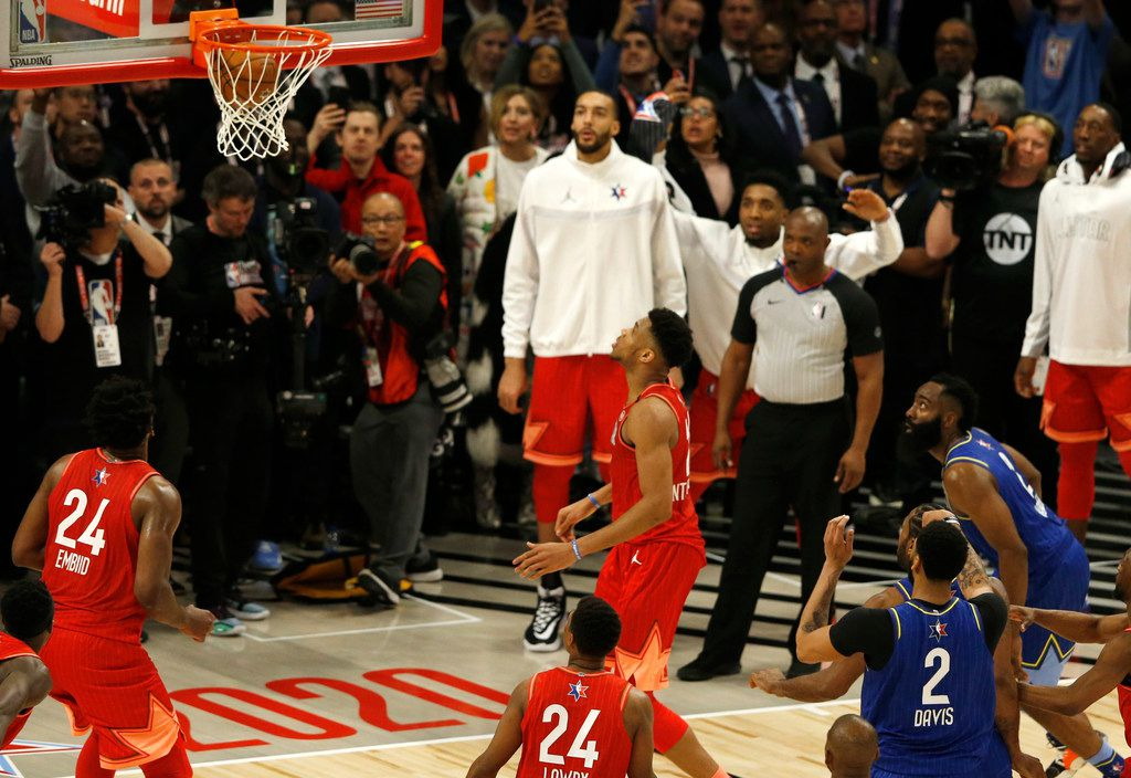 Team LeBron's Anthony Davis (2) makes the second of two free throw to defeat Team Giannis 157-155 in the NBA All-Star 2020 game at United Center in Chicago on Sunday, February 16, 2020. (Vernon Bryant/The Dallas Morning News)