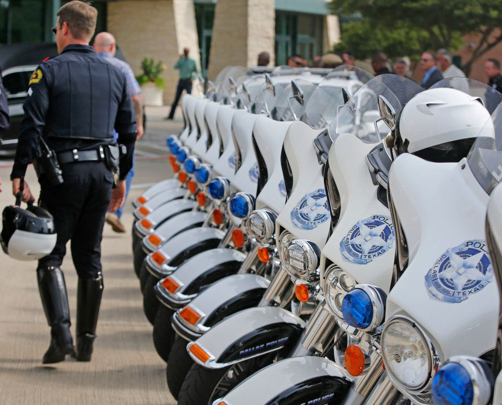 """Dallas Police motorcycle officers arrive for the funeral service for Dallas Police Department Senior Cpl Earl James """"Jamie"""" Givens, held at Prestonwood Baptist Church in Plano, Texas on Thursday, July 26, 2018. (Louis DeLuca/The Dallas Morning News)"""
