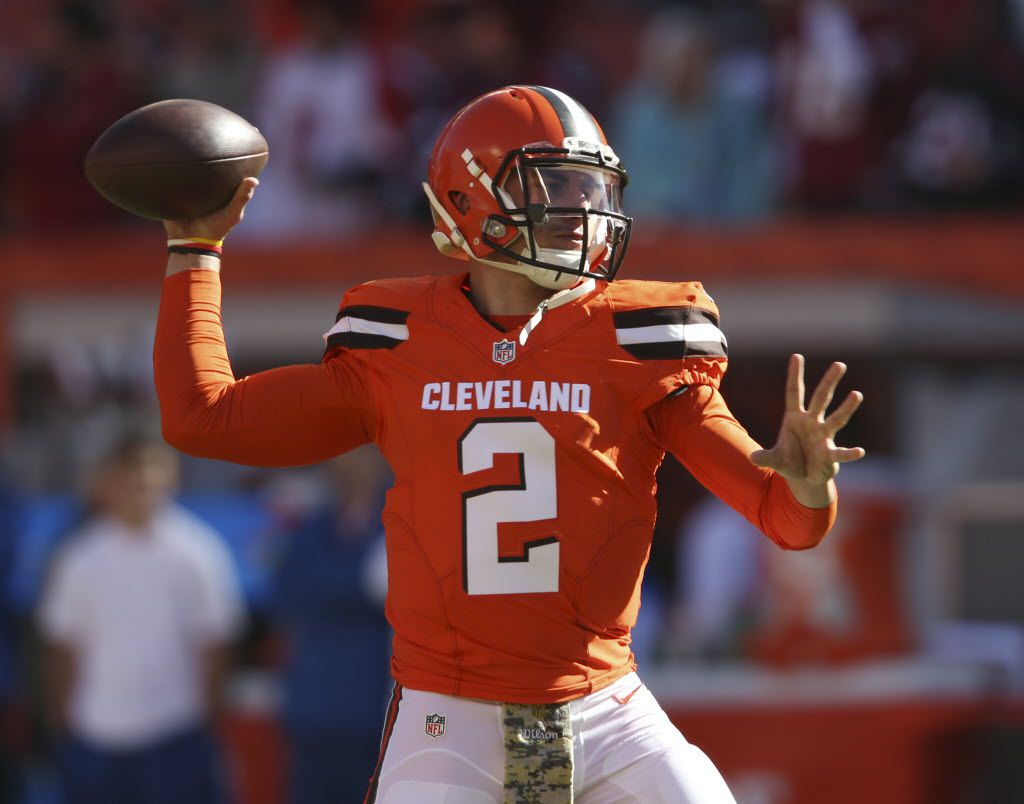 Cleveland Browns quarterback Johnny Manziel warms up before an NFL football game between the Arizona Cardinals and the Cleveland Browns, Sunday, Nov. 1, 2015, in Cleveland. (AP Photo/Ron Schwane)