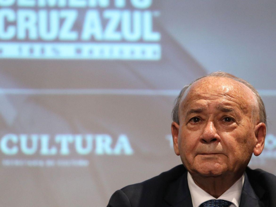 El presidente de Cruz Azul, Guillermo Álvarez, tiene una orden de arresto en su contra.