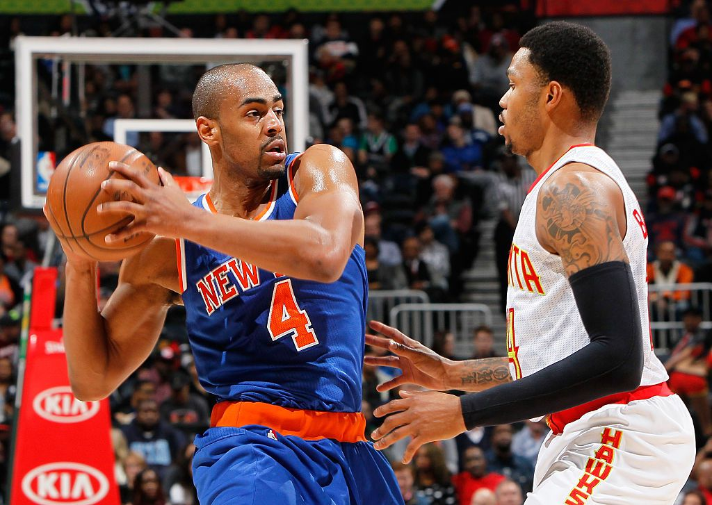 ATLANTA, GA - JANUARY 05:  Kent Bazemore #24 of the Atlanta Hawks defends against Arron Afflalo #4 of the New York Knicks at Philips Arena on January 5, 2016 in Atlanta, Georgia.  NOTE TO USER User expressly acknowledges and agrees that, by downloading and or using this photograph, user is consenting to the terms and conditions of the Getty Images License Agreement.  (Photo by Kevin C. Cox/Getty Images)
