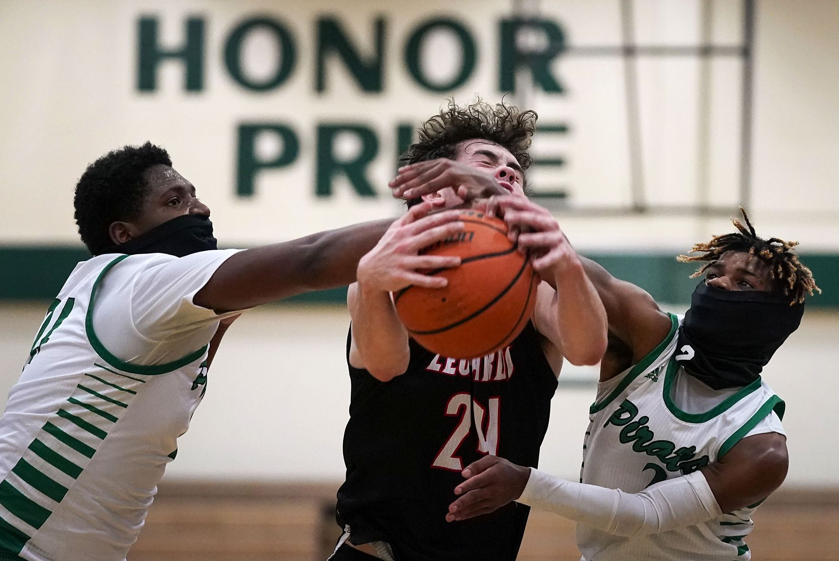 Mesquite Poteet forward Tavarius Hamilton (left) and guard Jeremiah Lynch (2) wear face coverings as they defend against Lovejoy guard Carson Holden (24) during a high school basketball game on Tuesday, Nov. 17, 2020, in Mesquite. (Smiley N. Pool/The Dallas Morning News)
