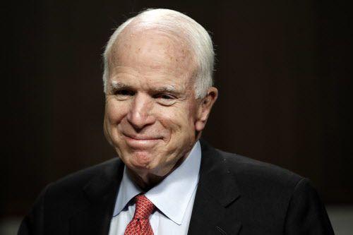 John McCain suspendió su tratamiento contra el cáncer.