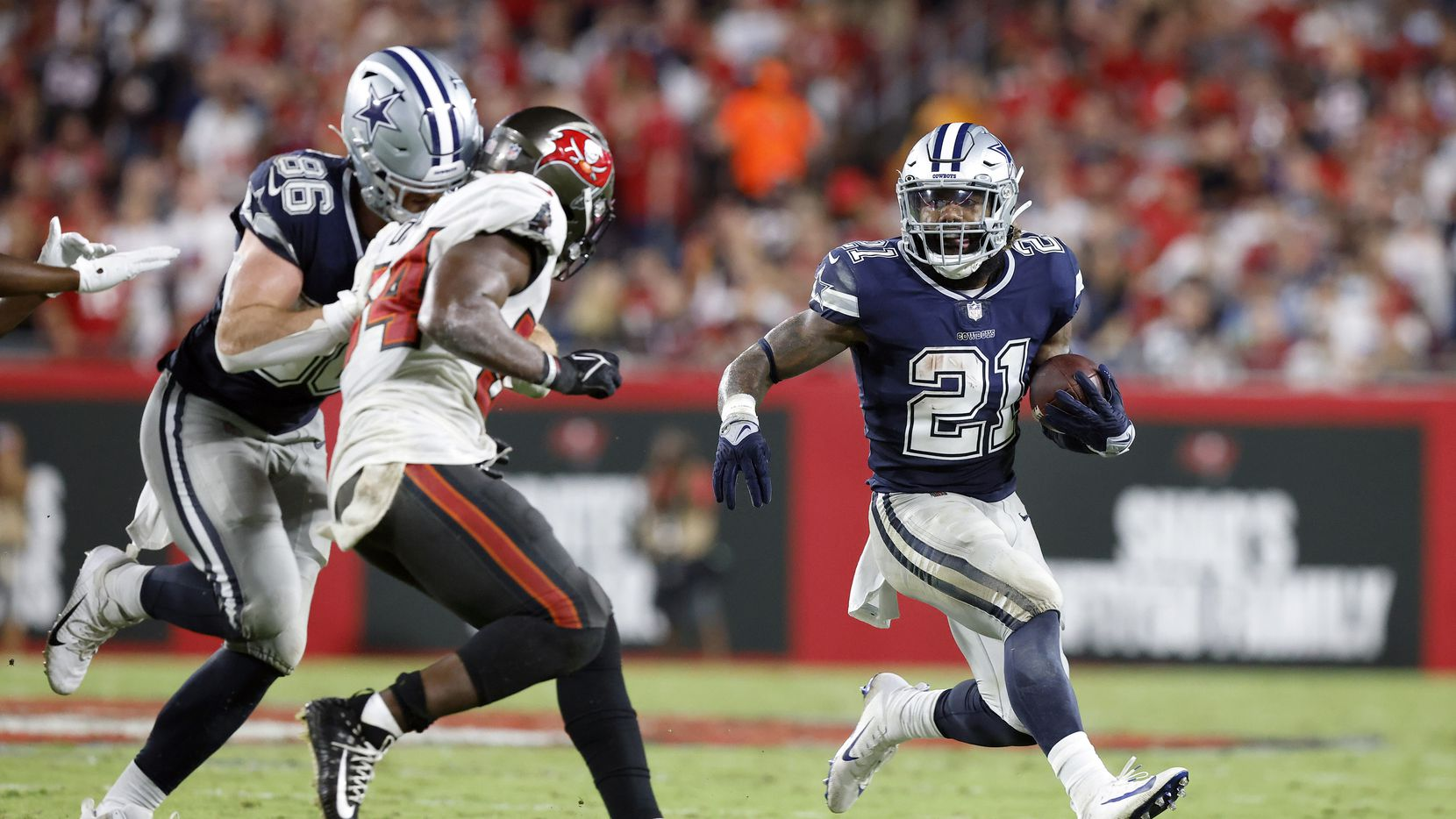 Why Kellen Moore made the right decision not to force-feed Ezekiel Elliott  in Cowboys' loss to Bucs