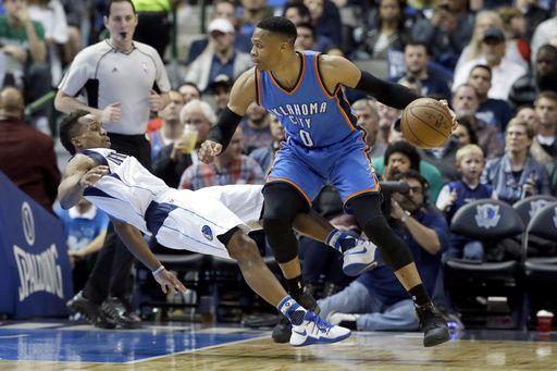Russell Westbrook y el Thunder visitan a los Mavs el lunes en Dallas. Foto AP