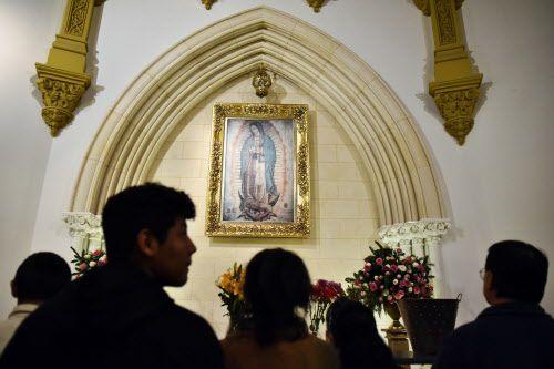 Los católicos festejaron a la Virgen de Guadalupe en la medioanoche del martes en la Catedral Santuario de Guadalupe.