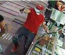 Esta captura de pantalla proporcionada por la Policía de Dallas muestra al sospechoso.