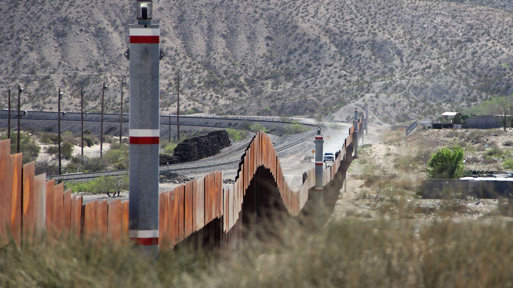 La barda fronteriza entre Nuevo Mexico y Chihuahua, México. GETTY IMAGES.